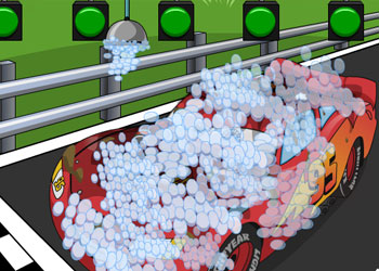 Play Lightning McQueen Car Wash online - Screenshot 2